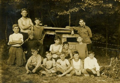 1910 - LDBC campers pose for a group photo.
